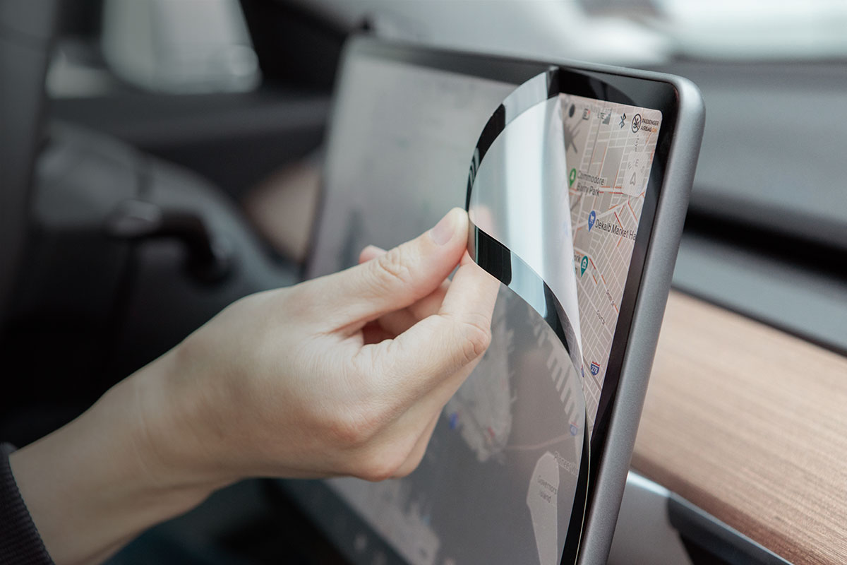 Thanks to Moshi's patented design, iVisor is the only Model 3 screen protector that is 100% bubble-proof.