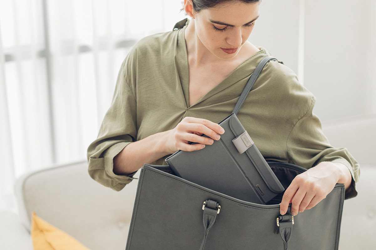 Deep Purple™ features a unique origami-inspired design which allows it to fold flat to only 2 cm thick for ultimate portability. Slide it into your bag when you head out for the day, or in a suitcase or weekend bag when you take a trip. The precision magnetic design re-assembles in moments to be ready for cleaning no matter where you are.