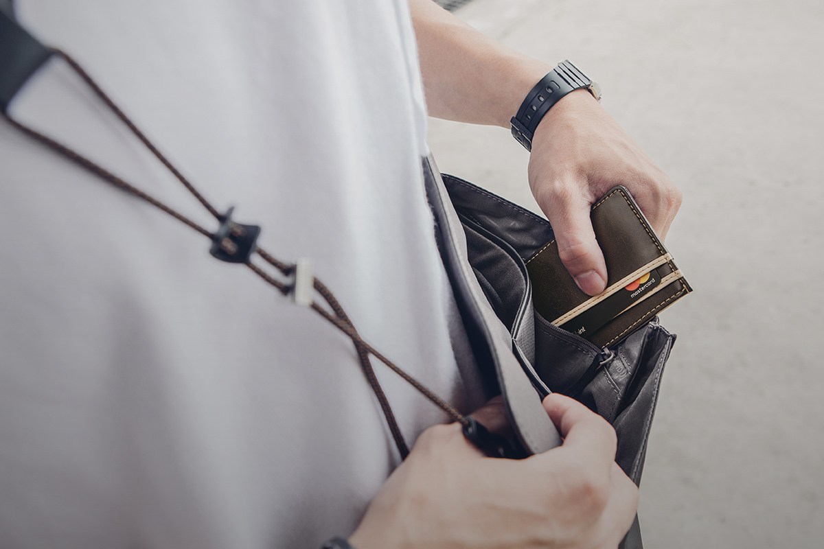 Get to your essential items such as your phone or transit card in mere seconds. The magnetic design fastens securely closed and gives the look of a snap closure or zipper. An additional rear pocket provides additional security for important items like your wallet or passport.