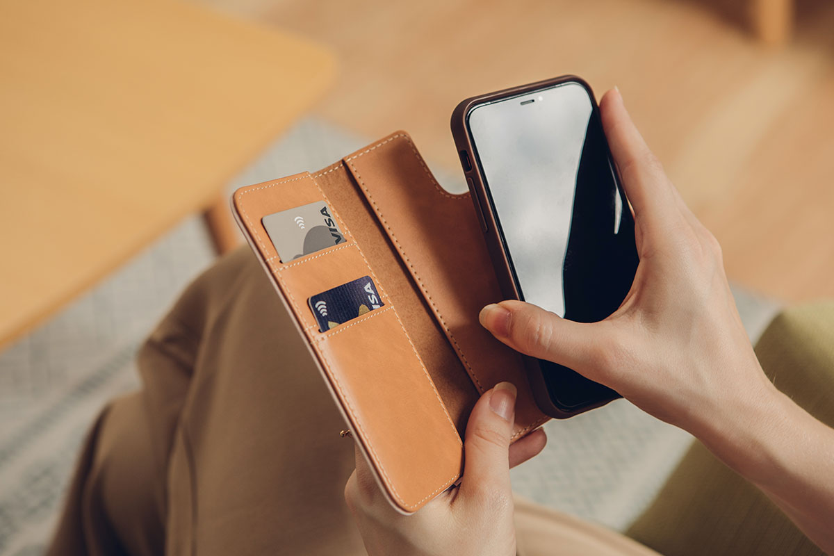 Thanks to its magnetic design, the case detaches from the wallet for added convenience when taking photos or using Apple Pay.