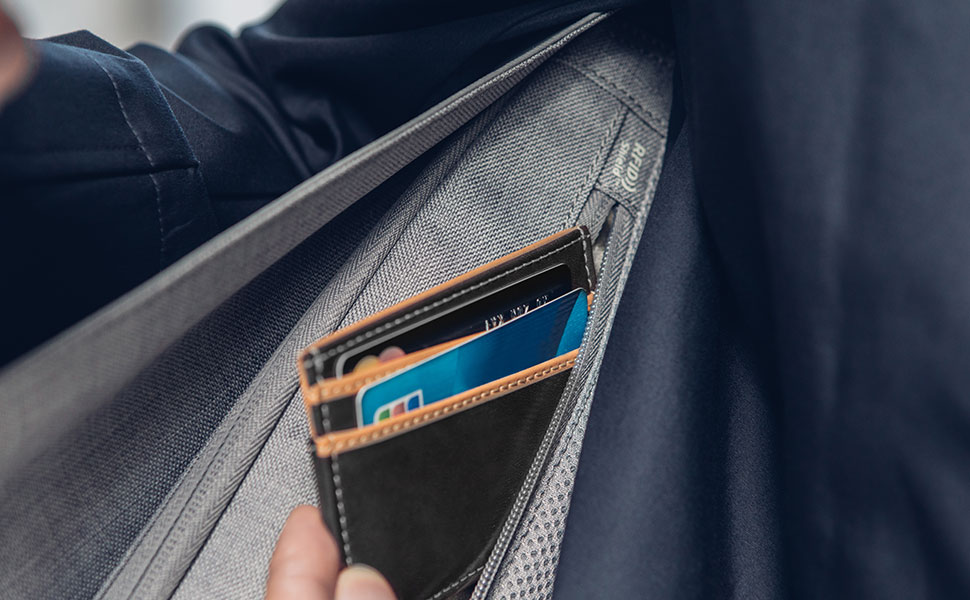 Rest assure your credit card information is safe thanks to the RFID Shield Pocket.